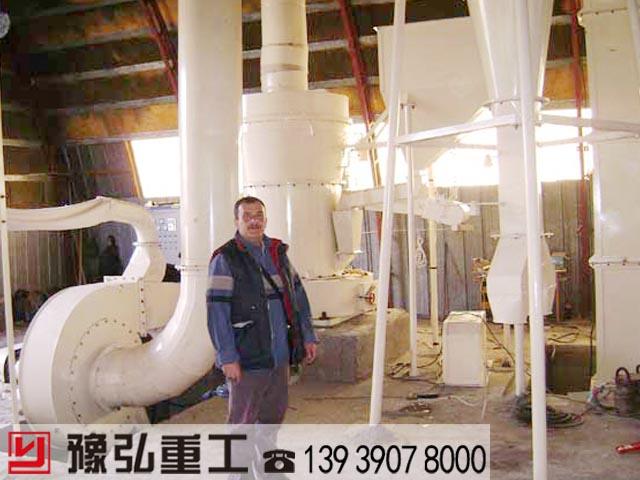 国外客户考察白云石粉碎设备